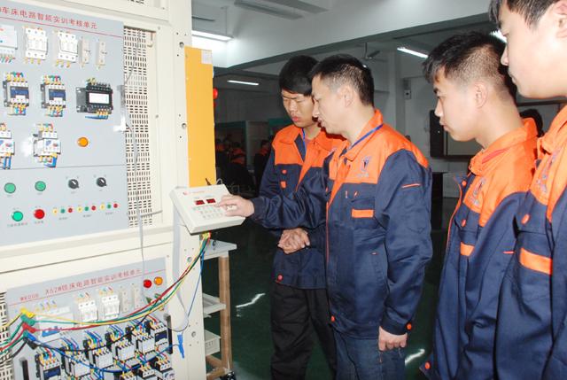《维修电工技能实训》,《电工基础》,《电工电子技术》,《电力拖动》